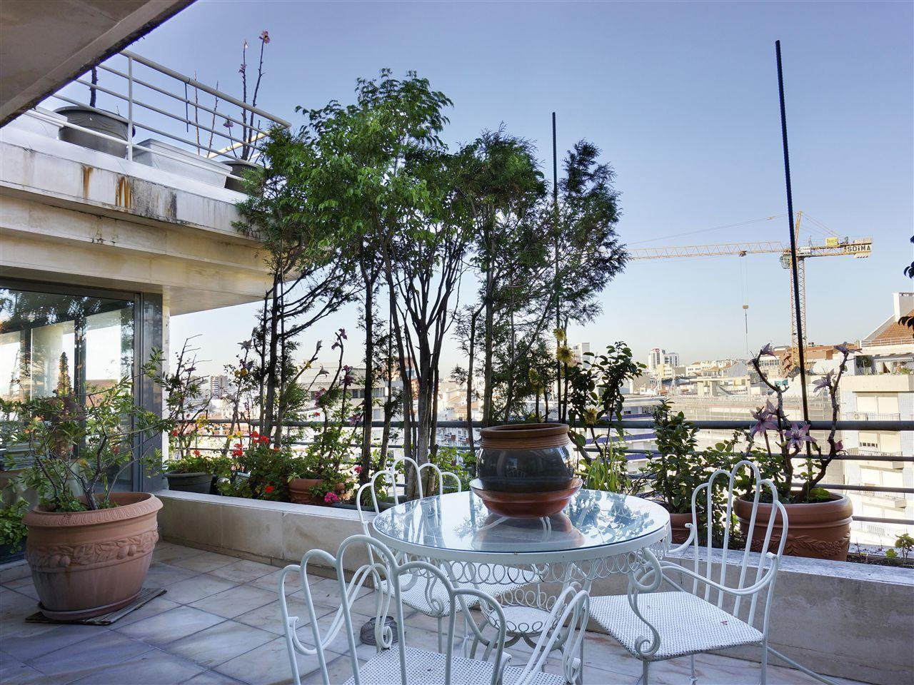 Apartment for Sale at Flat, 3 bedrooms, for Sale Lisboa, Lisboa Portugal