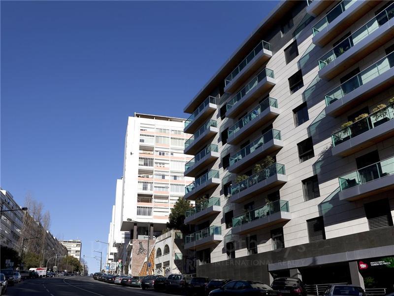 Apartamento por un Venta en Flat, 2 bedrooms, for Sale Lapa, Lisboa, Lisboa Portugal