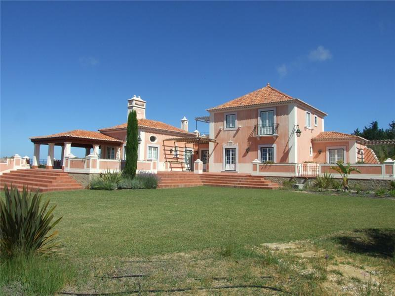 Villa per Vendita alle ore Detached house, 4 bedrooms, for Sale Sintra, Lisbona Portogallo