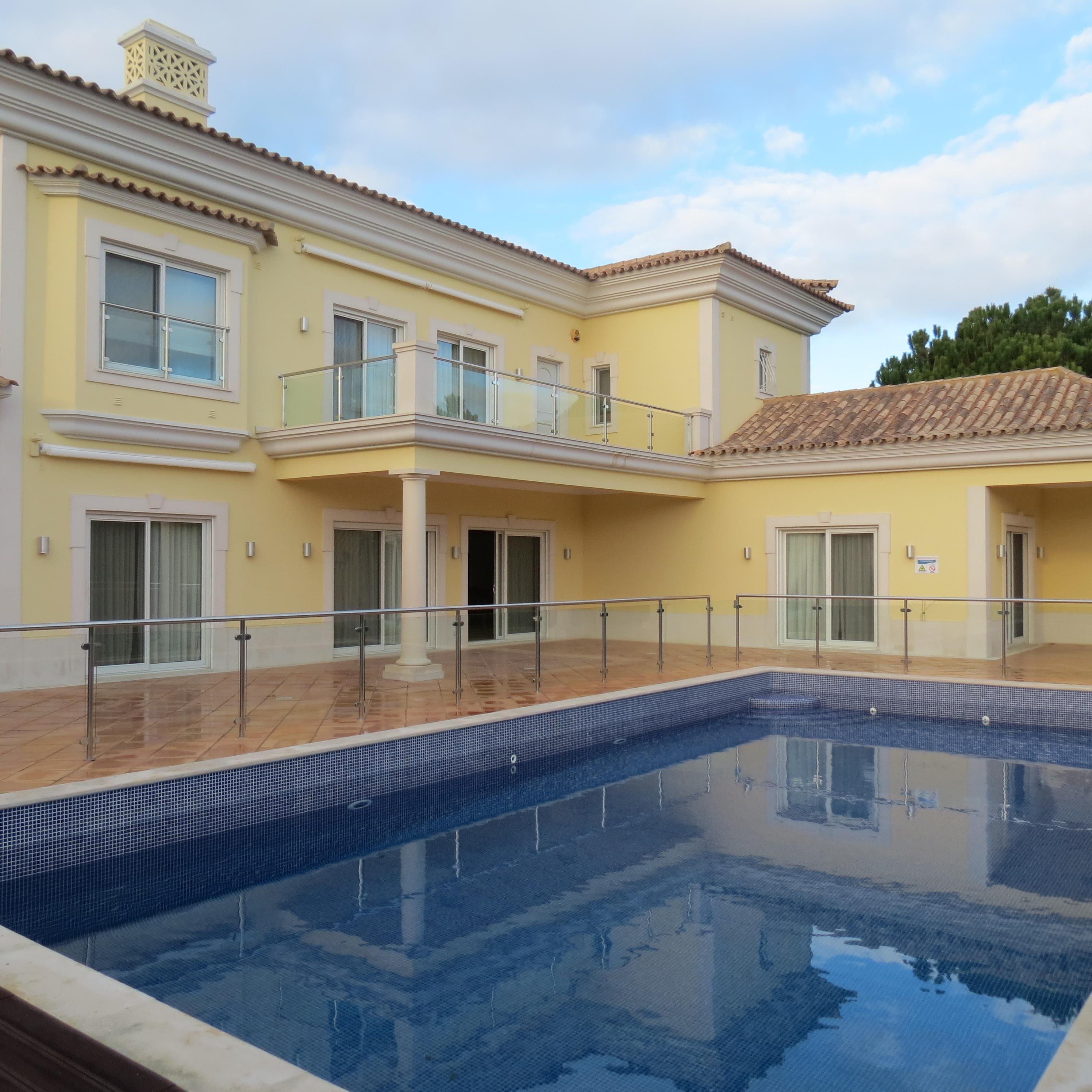 Einfamilienhaus für Verkauf beim House, 5 bedrooms, for Sale Loule, Algarve, 8135-024 Portugal
