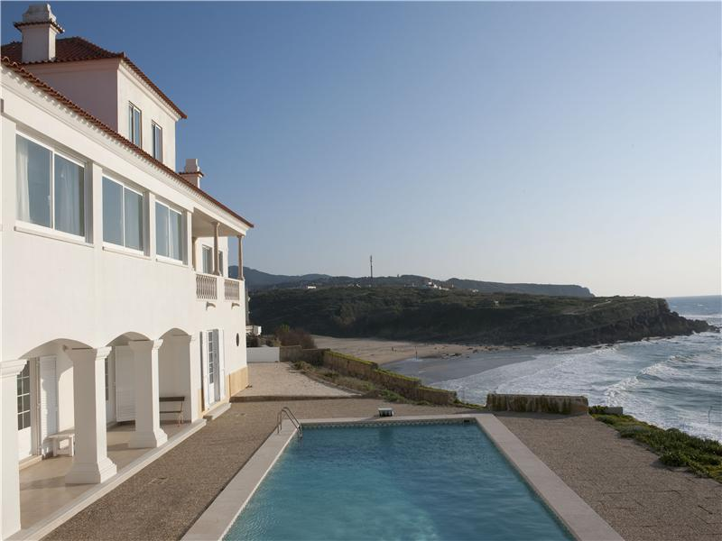 Tek Ailelik Ev için Satış at House, 6 bedrooms, for Sale Praia Das Macas, Sintra, Lisboa Portekiz