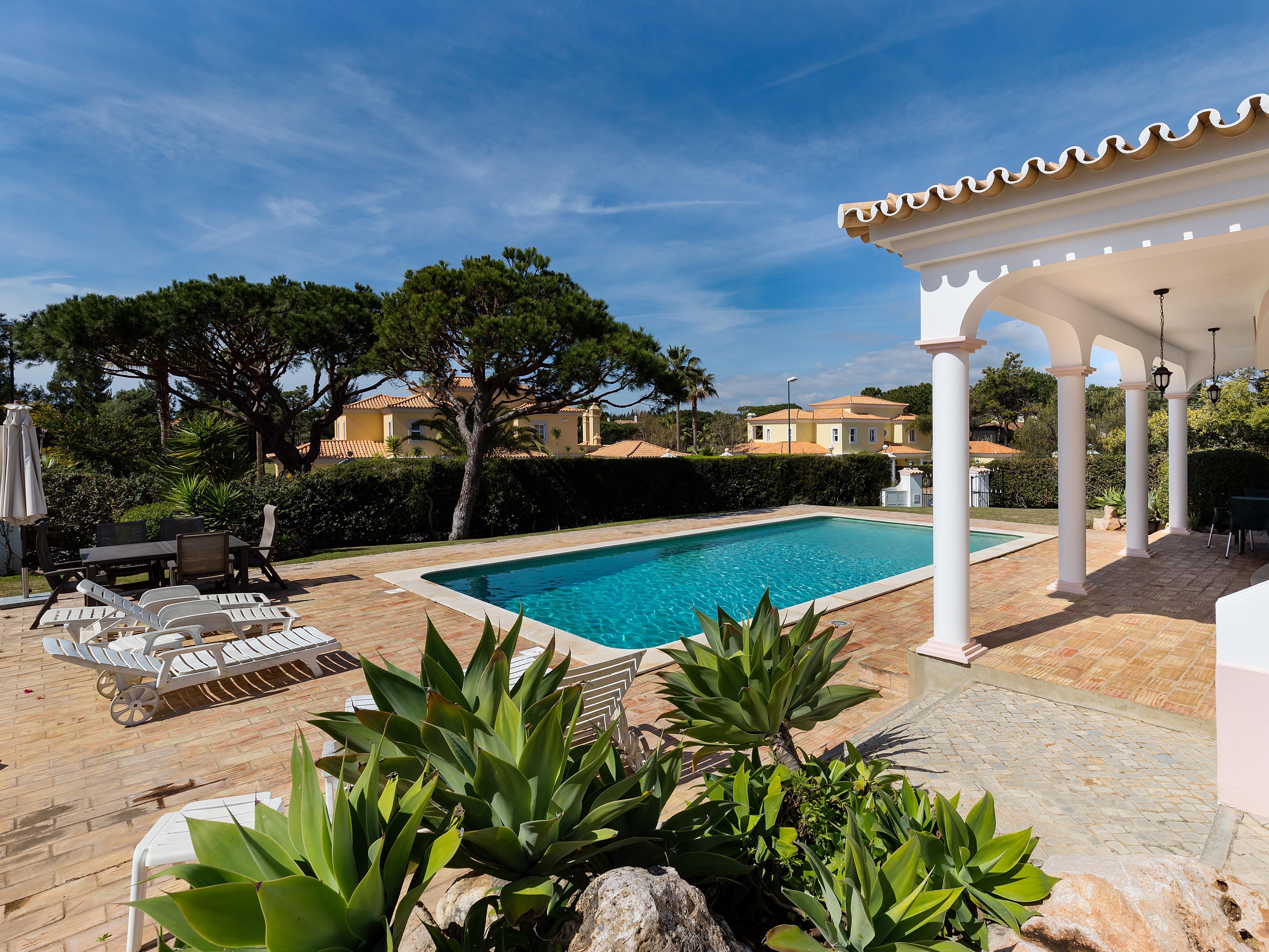 Einfamilienhaus für Verkauf beim Detached house, 3 bedrooms, for Sale Loule, Algarve, Portugal