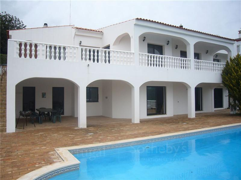 Tek Ailelik Ev için Satış at House, 2 bedrooms, for Sale Loule, Algarve Portekiz