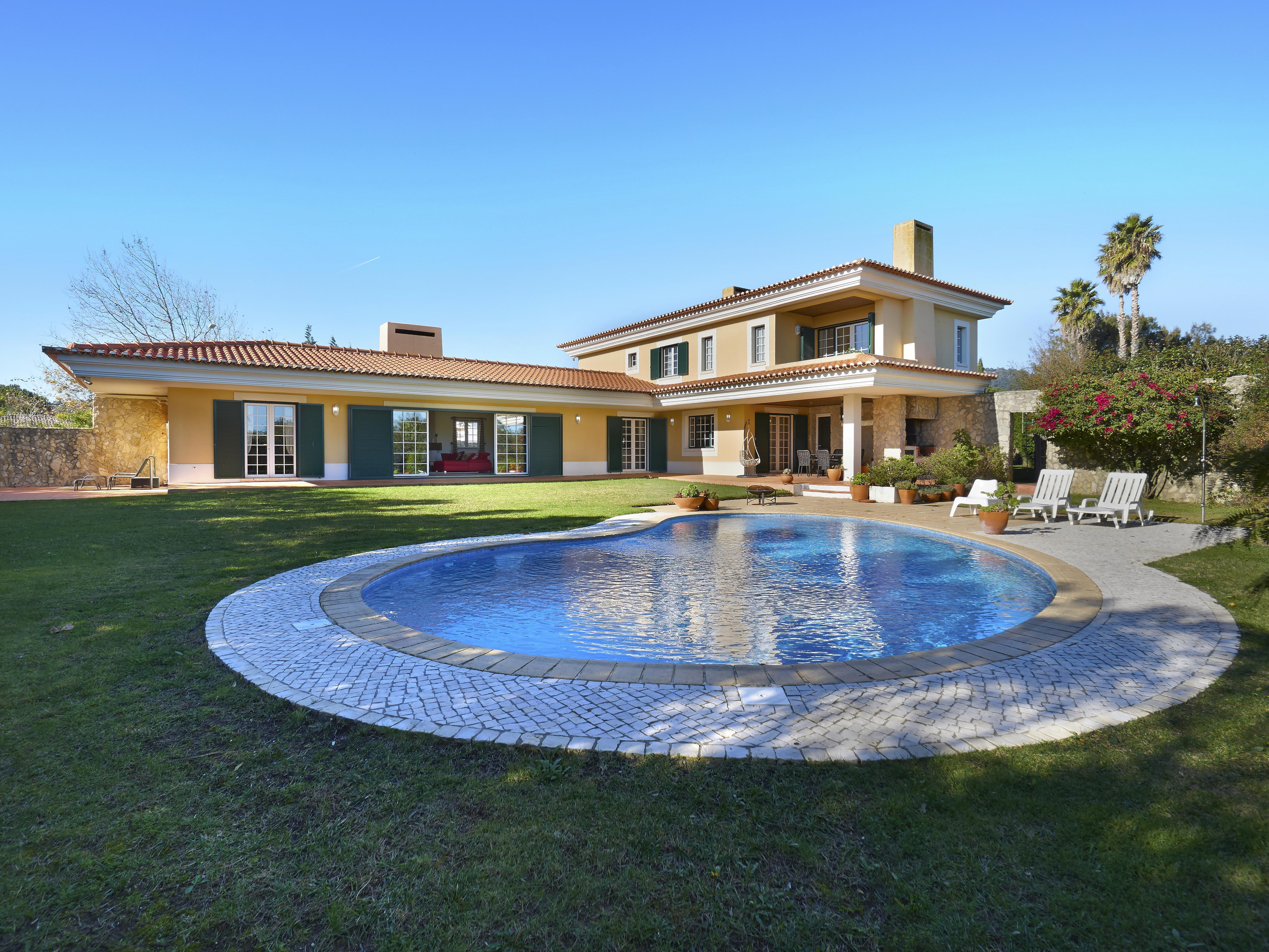 Частный односемейный дом для того Продажа на House, 5 bedrooms, for Sale Sintra, Лиссабон, Португалия