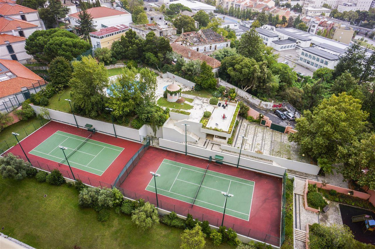 Apartamento para Venda às Flat, 3 bedrooms, for Sale Lisboa, Lisboa 1600-137 Portugal