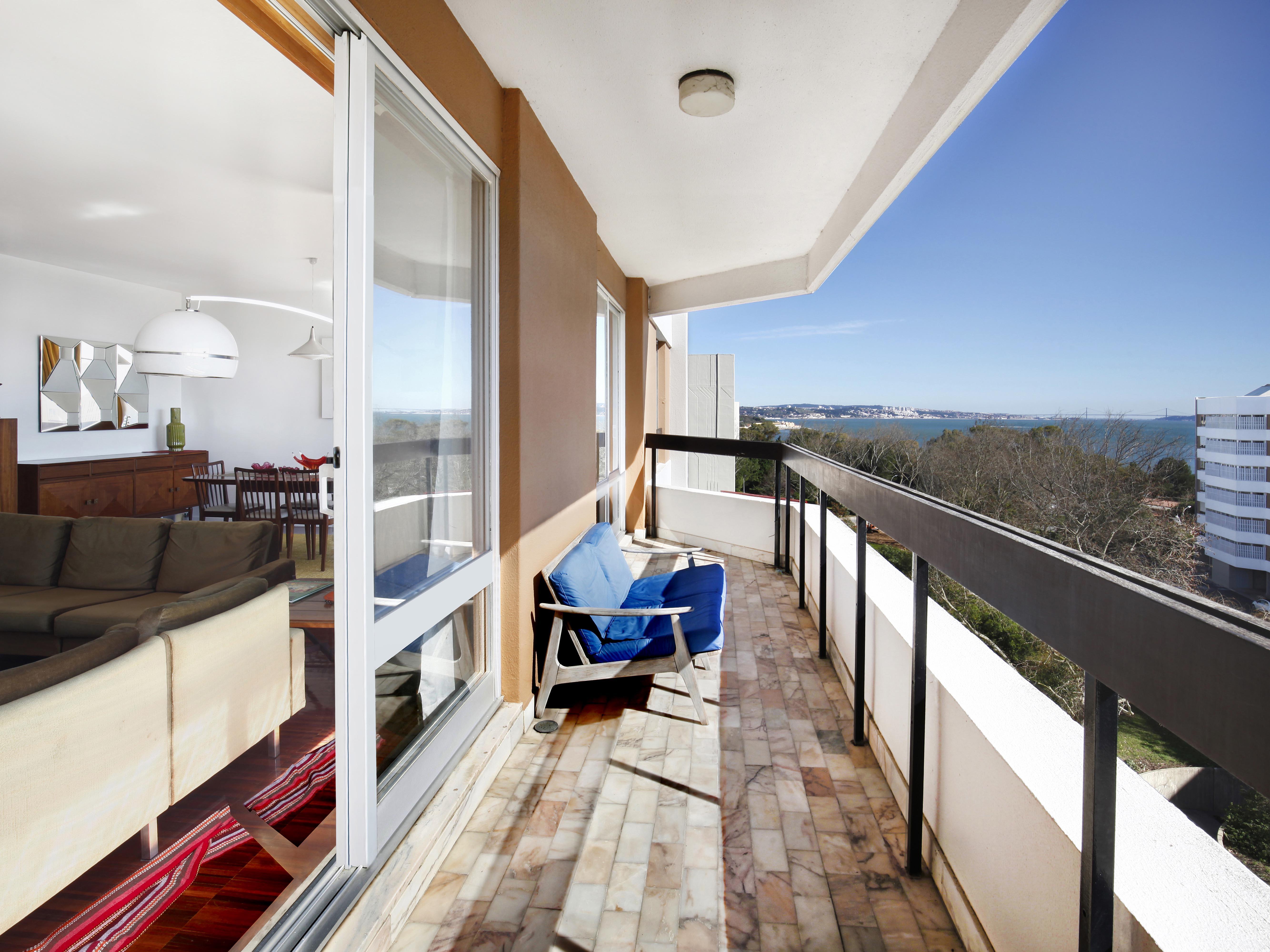 Apartamento por un Venta en Flat, 2 bedrooms, for Sale Oeiras, Lisboa, 2780-179 Portugal