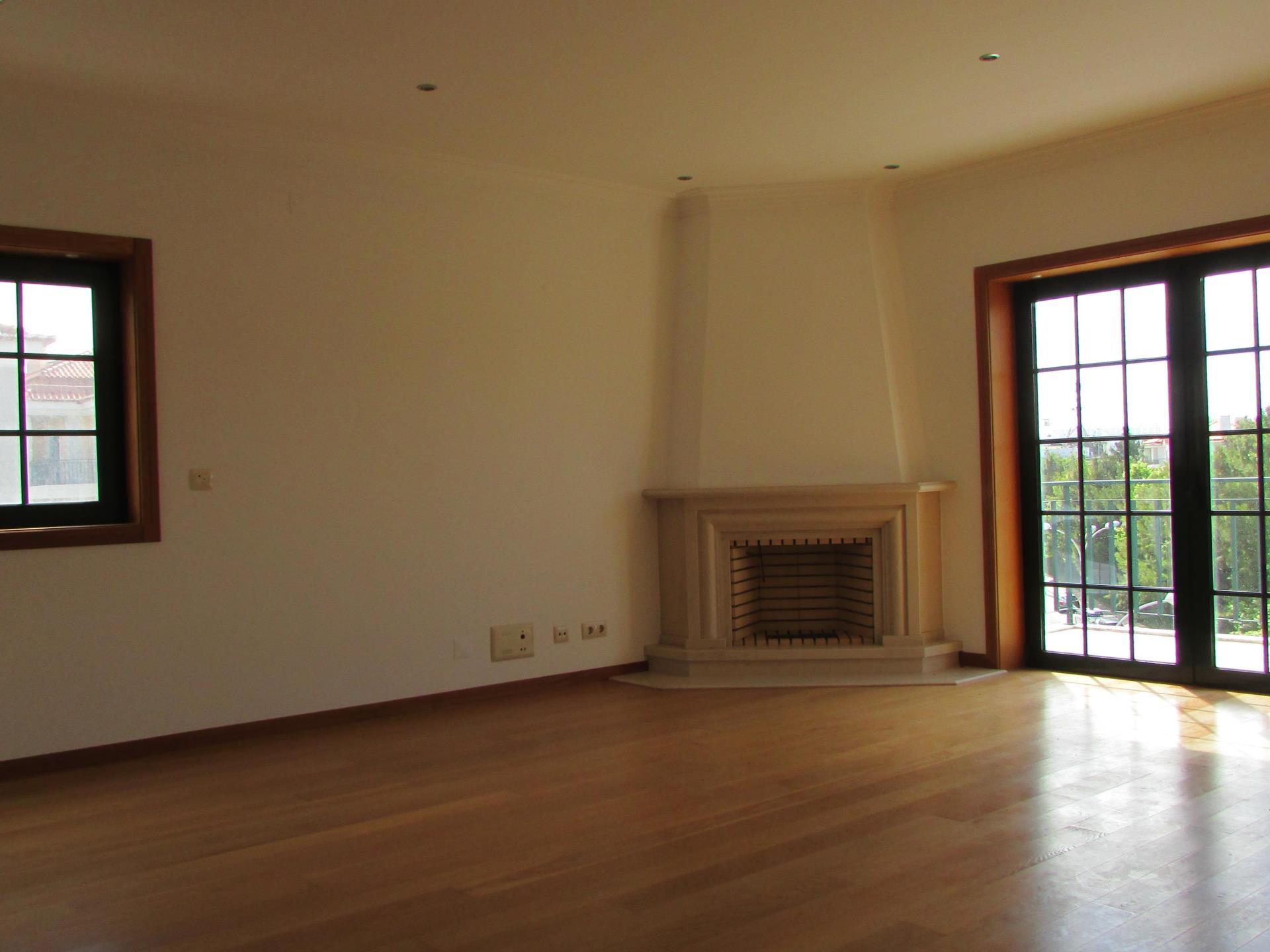Duplex für Verkauf beim Duplex, 3 bedrooms, for Sale Carcavelos, Cascais, Lissabon Portugal
