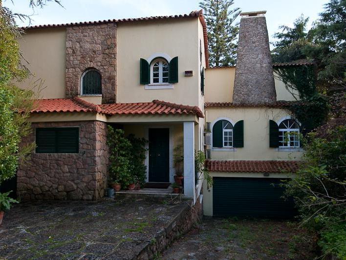 Vivienda unifamiliar por un Venta en House, 5 bedrooms, for Sale Queijas, Oeiras, Lisboa Portugal