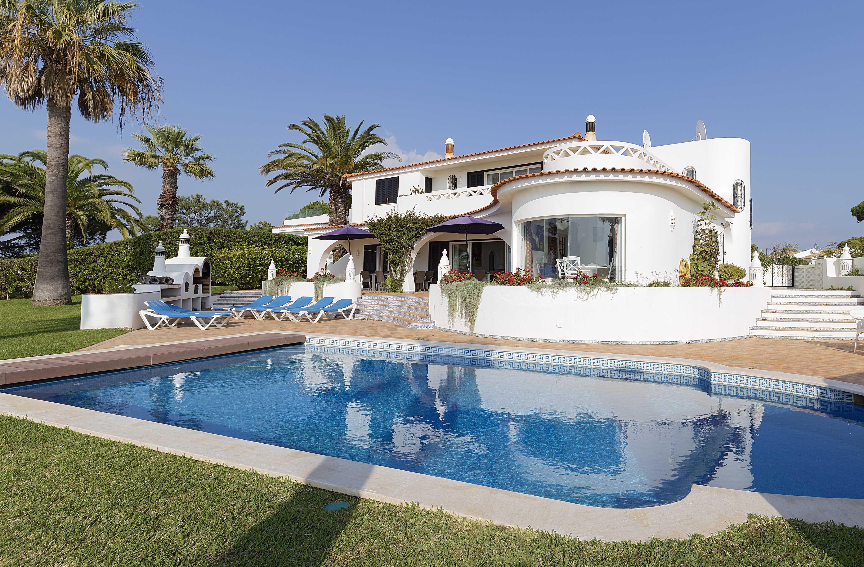 Maison unifamiliale pour l Vente à Detached house, 5 bedrooms, for Sale Loule, Algarve 8135-107 Portugal