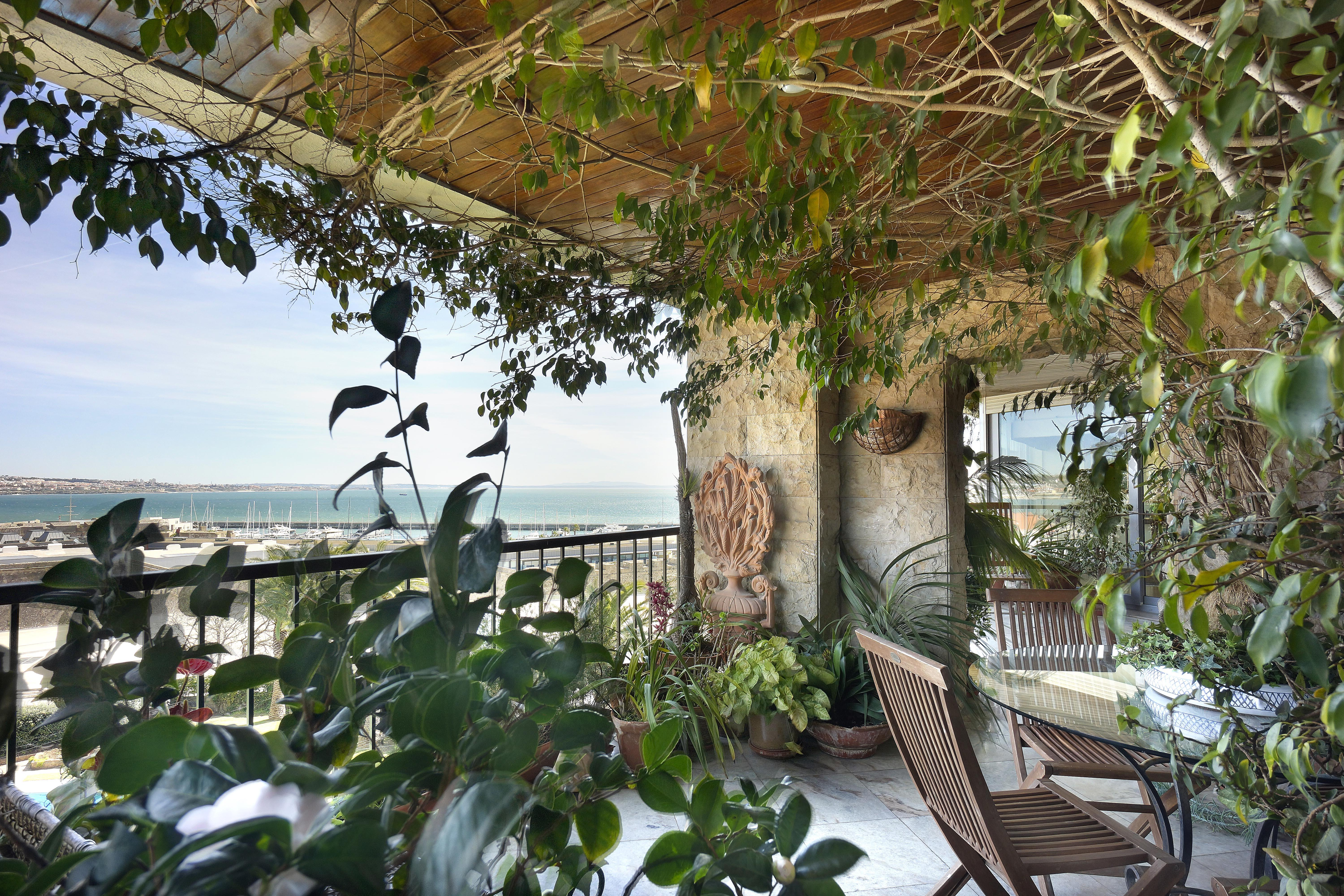 Property For Sale at Flat, 4 bedrooms, for Rent