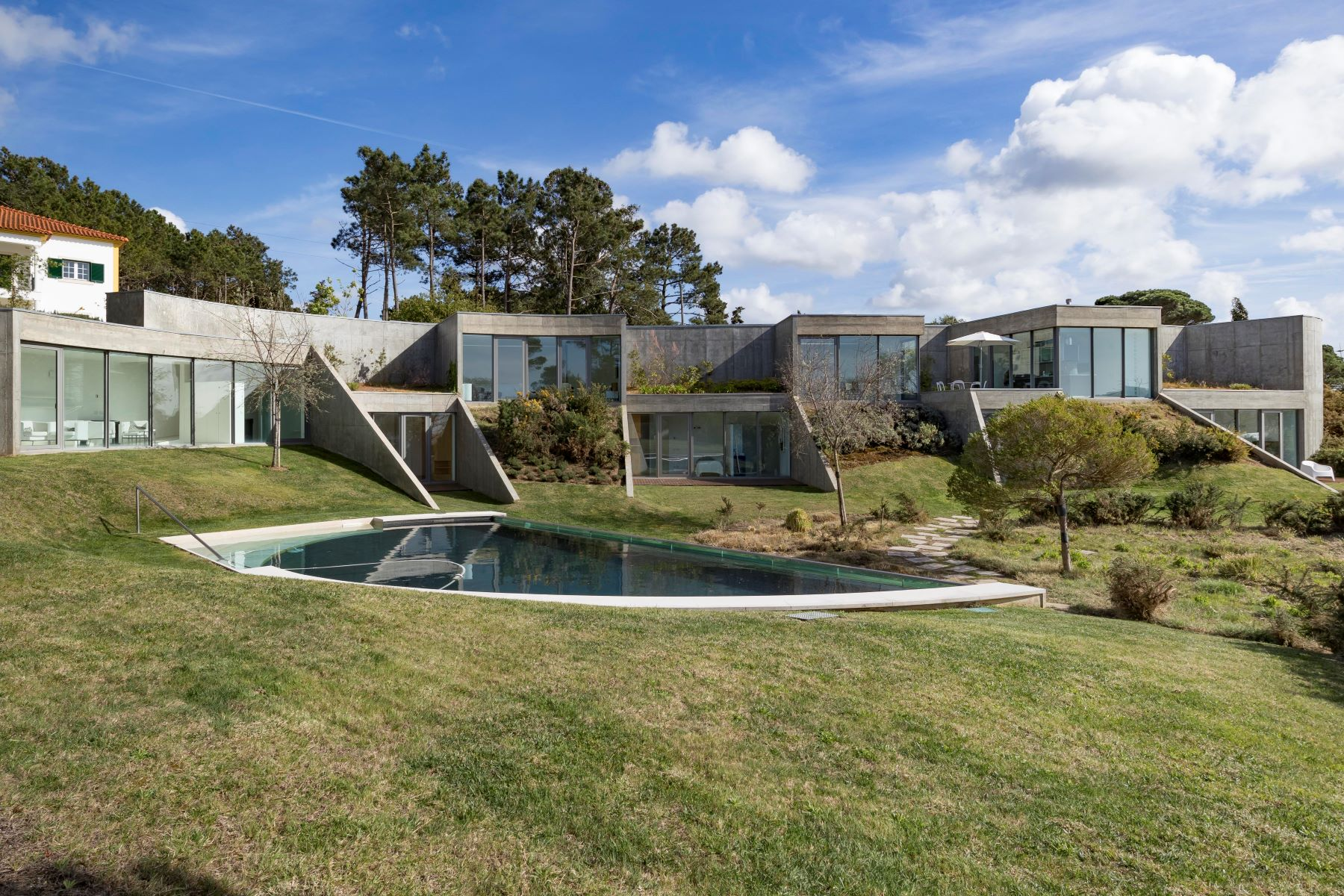 Single Family Homes for Sale at Detached house, 4 bedrooms, for Sale Caldas Da Rainha, Leiria Portugal