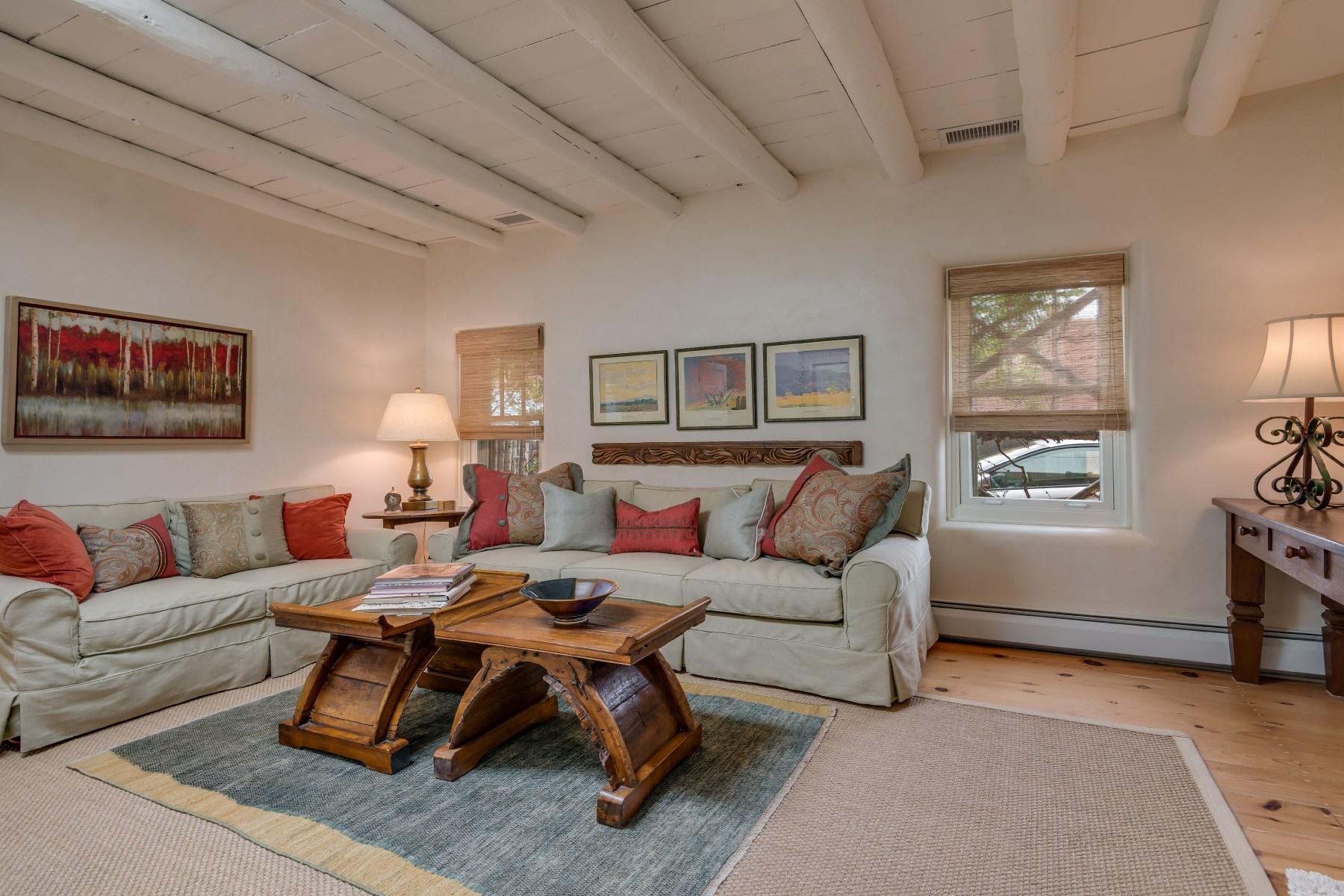 Maison unifamiliale pour l Vente à 418 Arroyo Tenorio Santa Fe City Southeast, Santa Fe, New Mexico 87505 États-Unis