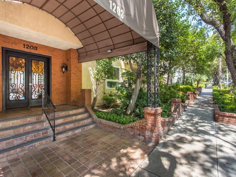 Condominium for Sale at Villa Las Brisas 1203 North Sweetzer Avenue Unit 101 West Hollywood, West Hollywood, California 90069 United States
