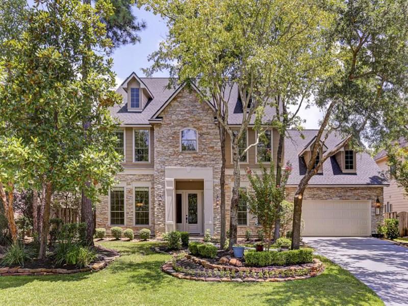 Casa Unifamiliar por un Venta en 114 E. Beckonvale Circle The Woodlands, Texas 77382 Estados Unidos
