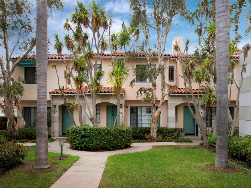 共管物業 為 出售 在 Mediterranean Townhome 4297 Carpinteria Avenue Unit 14 Carpinteria, 加利福尼亞州 93013 美國