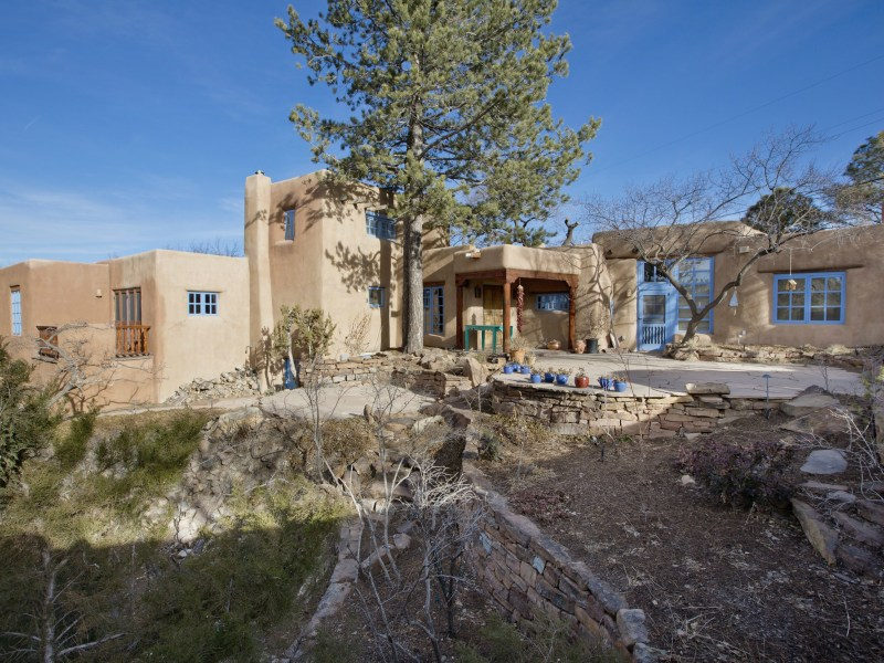 Maison unifamiliale pour l Vente à 586 Camino Del Monte Sol Santa Fe, New Mexico 87505 États-Unis