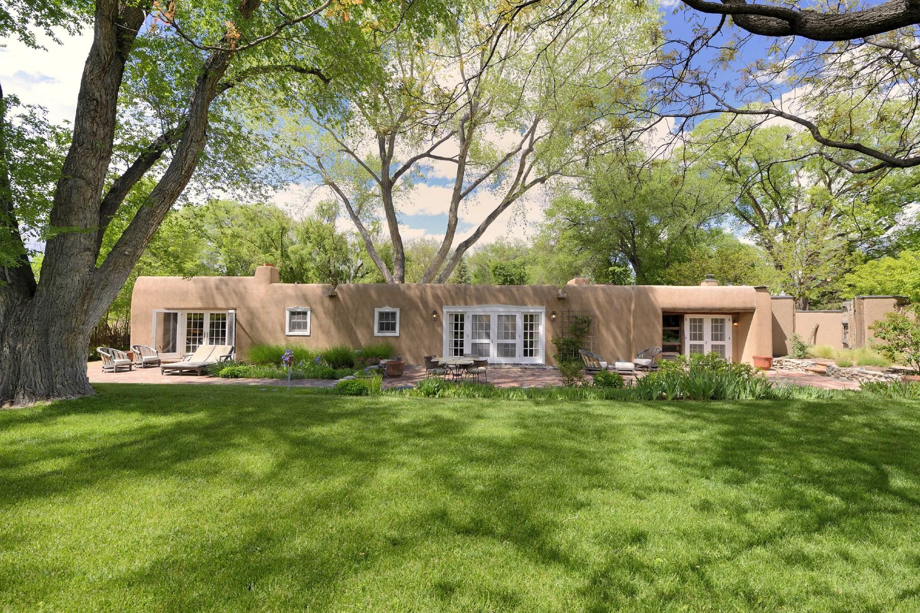 Maison unifamiliale pour l Vente à 29 Jacona Road Santa Fe, New Mexico 87506 États-Unis