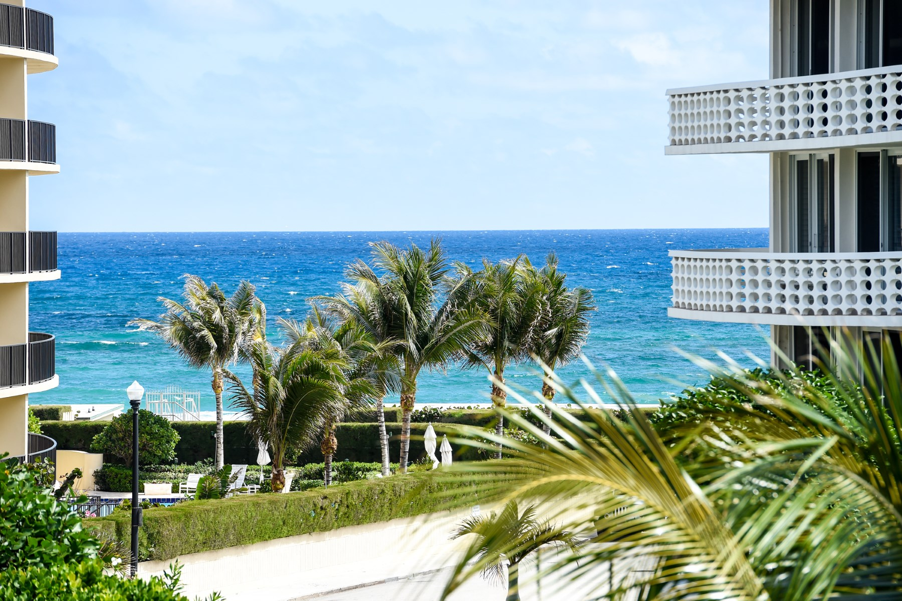 Nhà chung cư vì Bán tại Spectacular Turnkey In Town 130 Sunrise Ave Apt 402 Palm Beach, Florida 33480 Hoa Kỳ