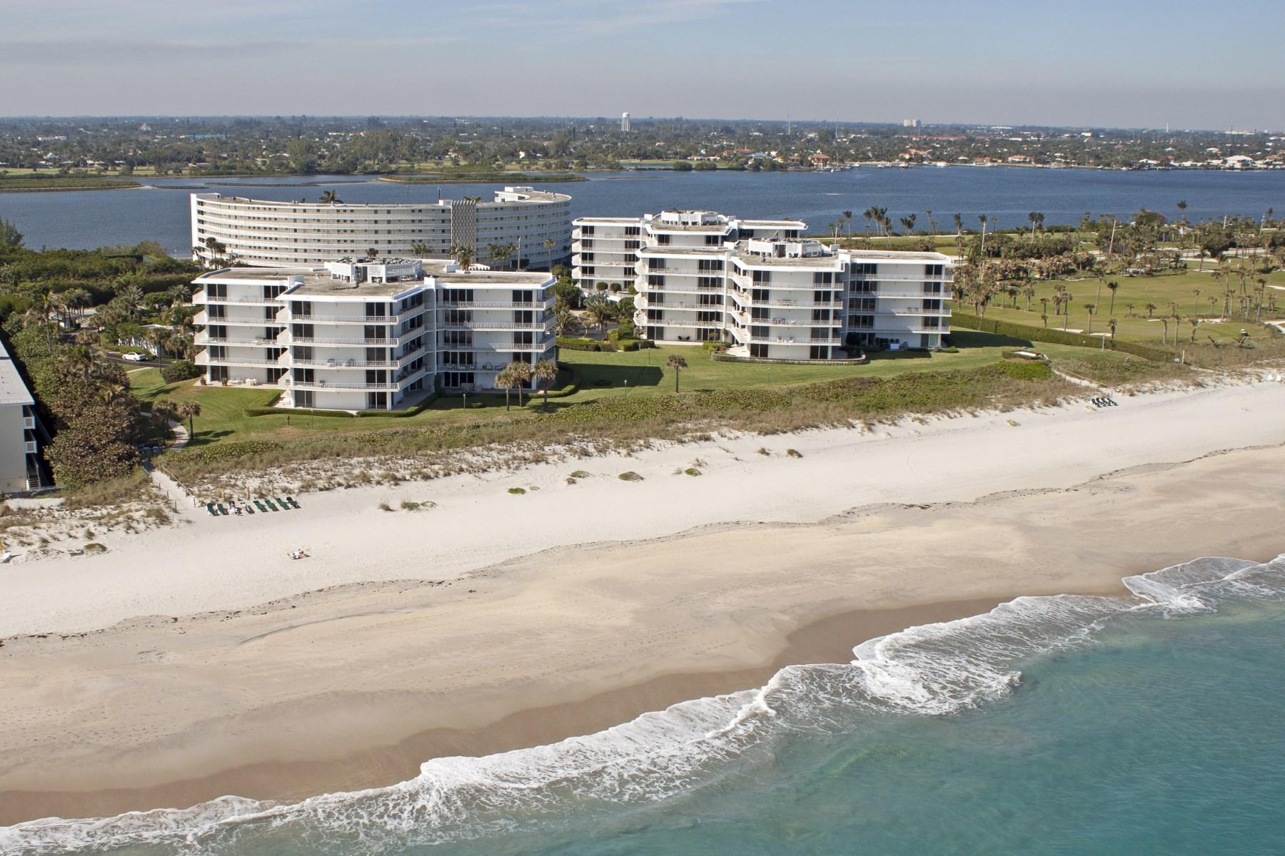 Condomínio para Venda às Oceanfront Palm Beach Condo Palm Beach, Florida 33480 Estados Unidos