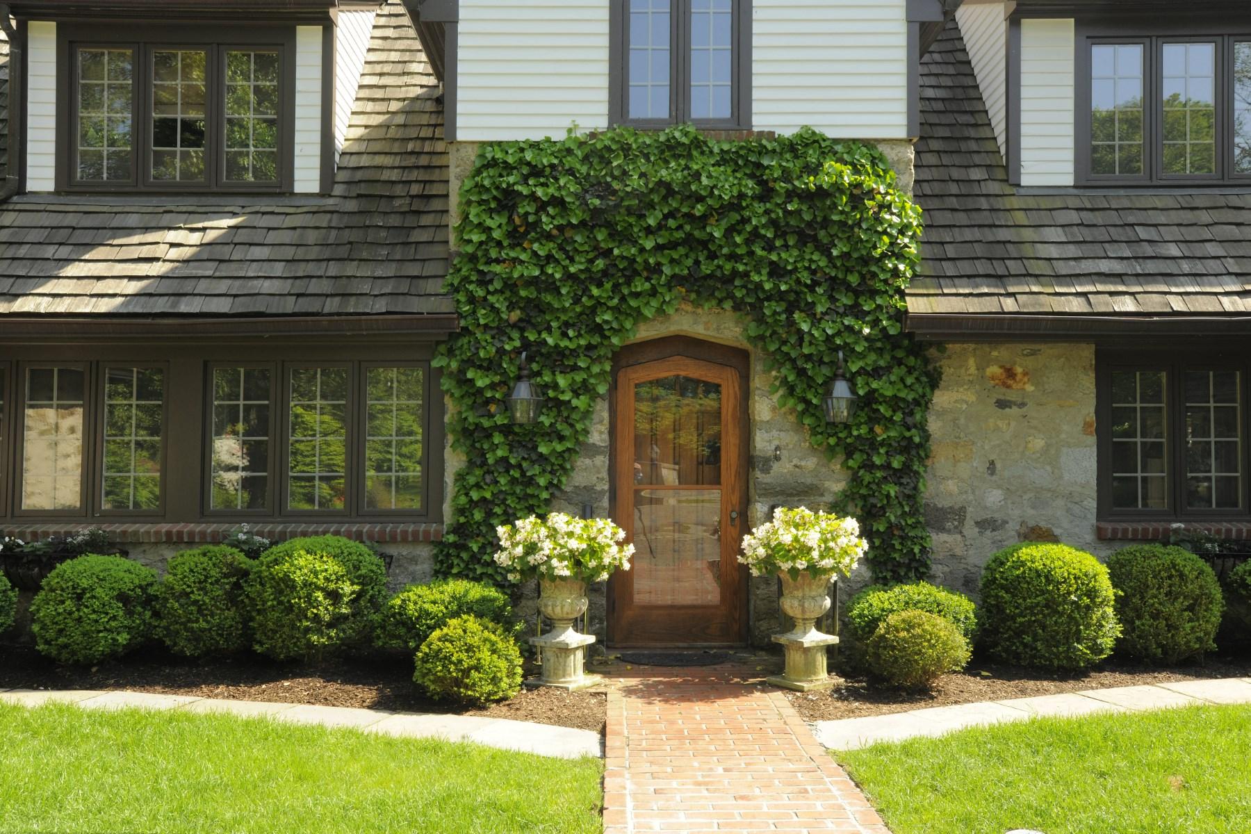 Maison unifamiliale pour l Vente à An English Gem 544 North Street Mid-Country, Greenwich, Connecticut 06830 États-Unis
