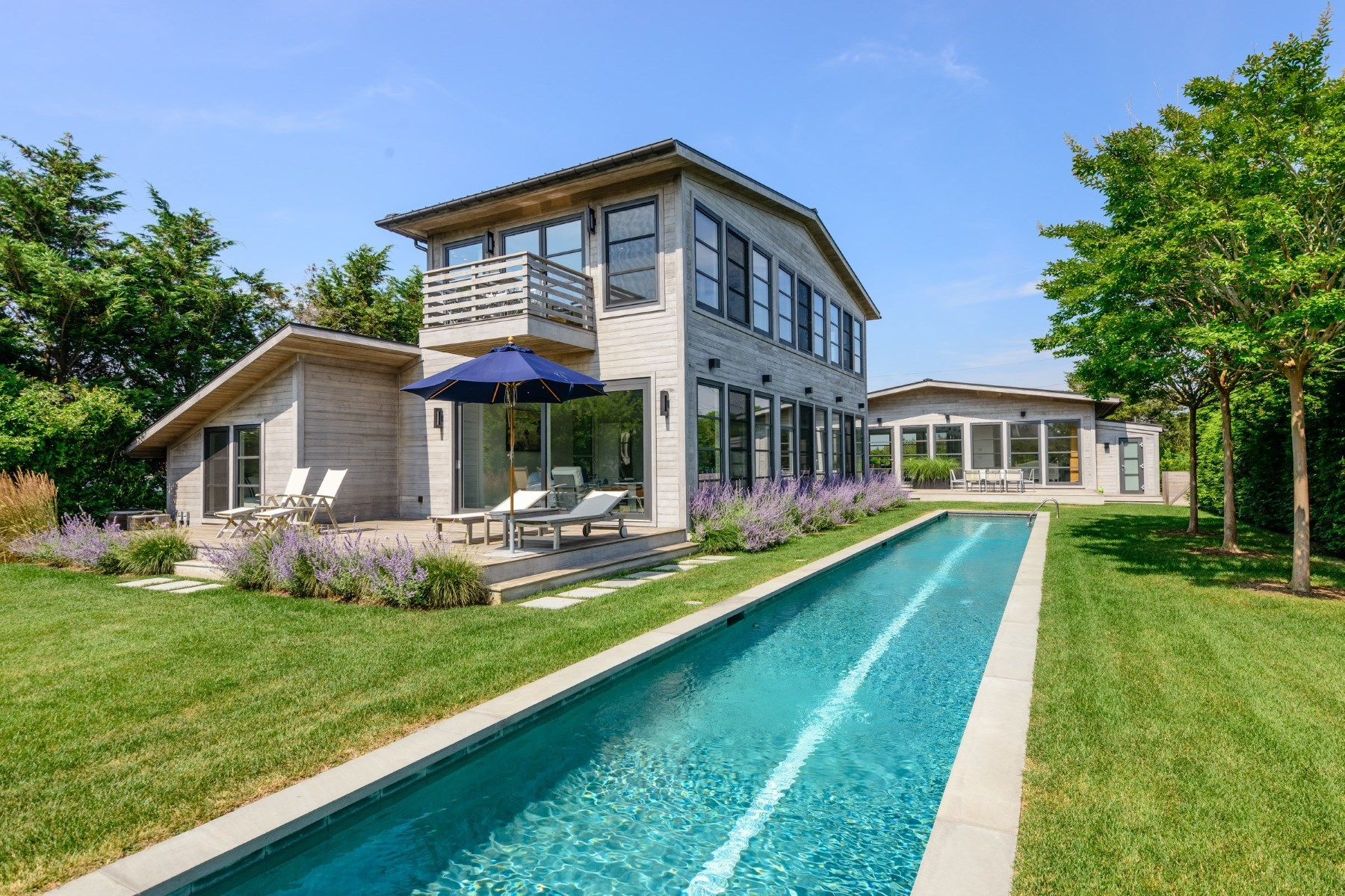 Villa per Vendita alle ore Modern Compound, Immediate Ocean Access 108 Town Line Road Sagaponack South, Sagaponack, New York, 11962 Stati Uniti