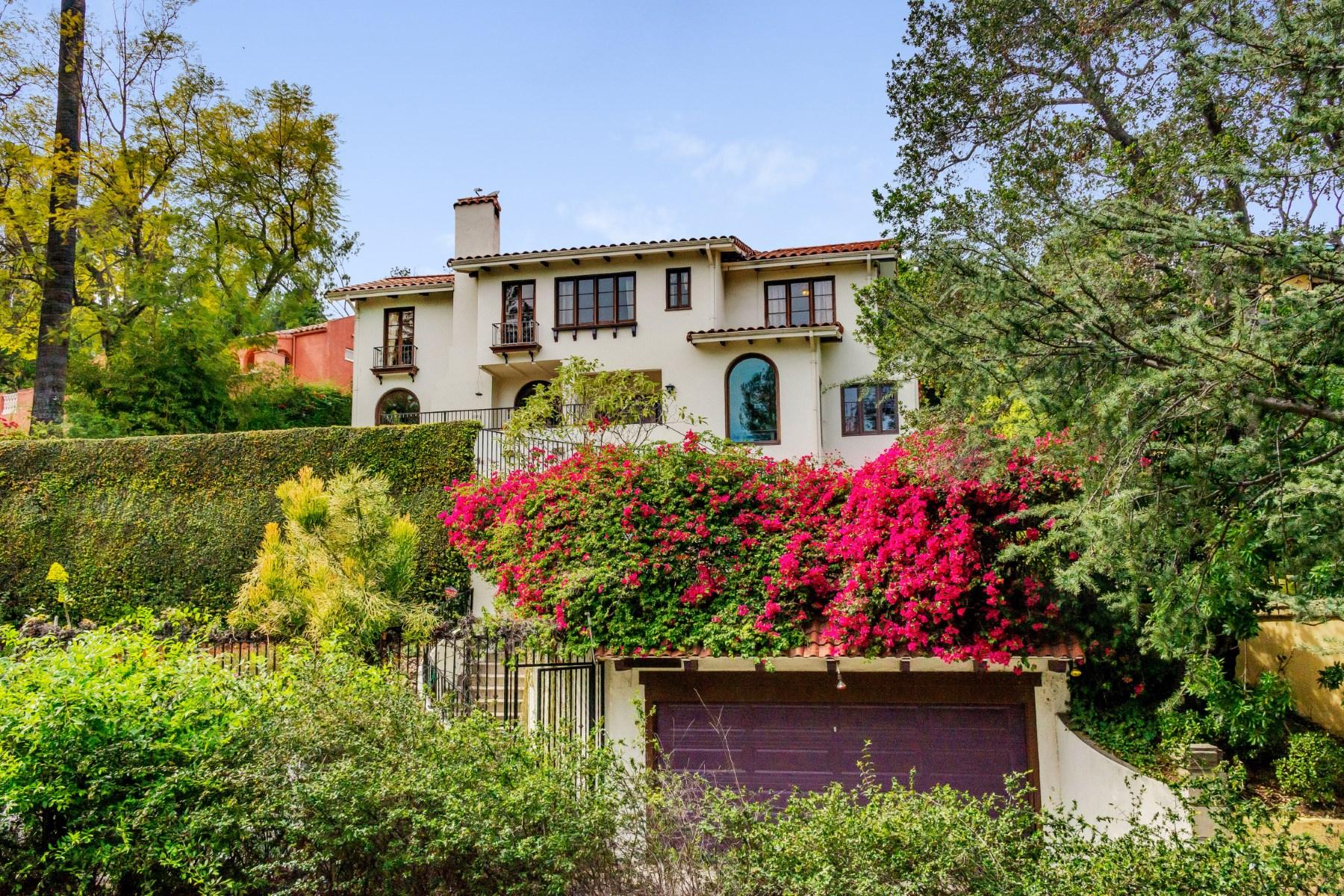 Maison unifamiliale pour l Vente à 2126 East Live Oak Drive Los Feliz, Los Angeles, Californie 90068 États-Unis