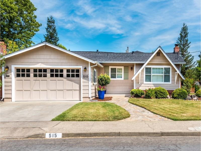 Maison unifamiliale pour l Vente à 515 El Dorado Drive Sonoma, Californie 95476 États-Unis