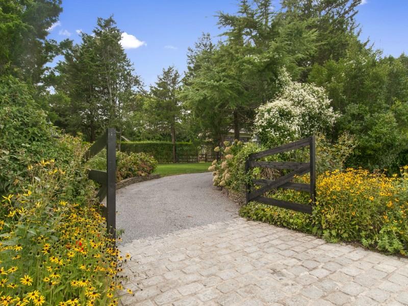 단독 가정 주택 용 매매 에 Bridgehampton Horse Country Charm Bridgehampton, 뉴욕 11932 미국