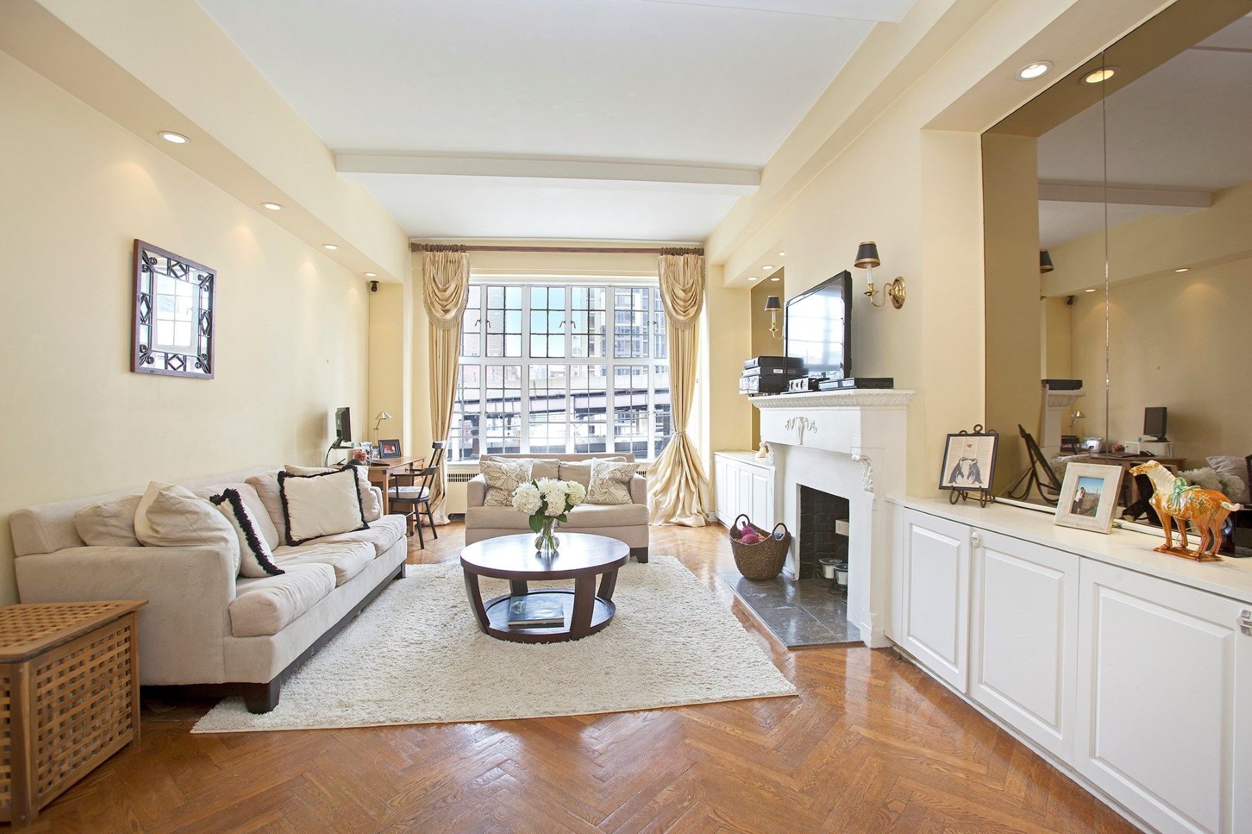 Co-op for Sale at 400 East 59th Street 400 East 59th Street Apt 6c Sutton Place, New York, New York 10022 United States