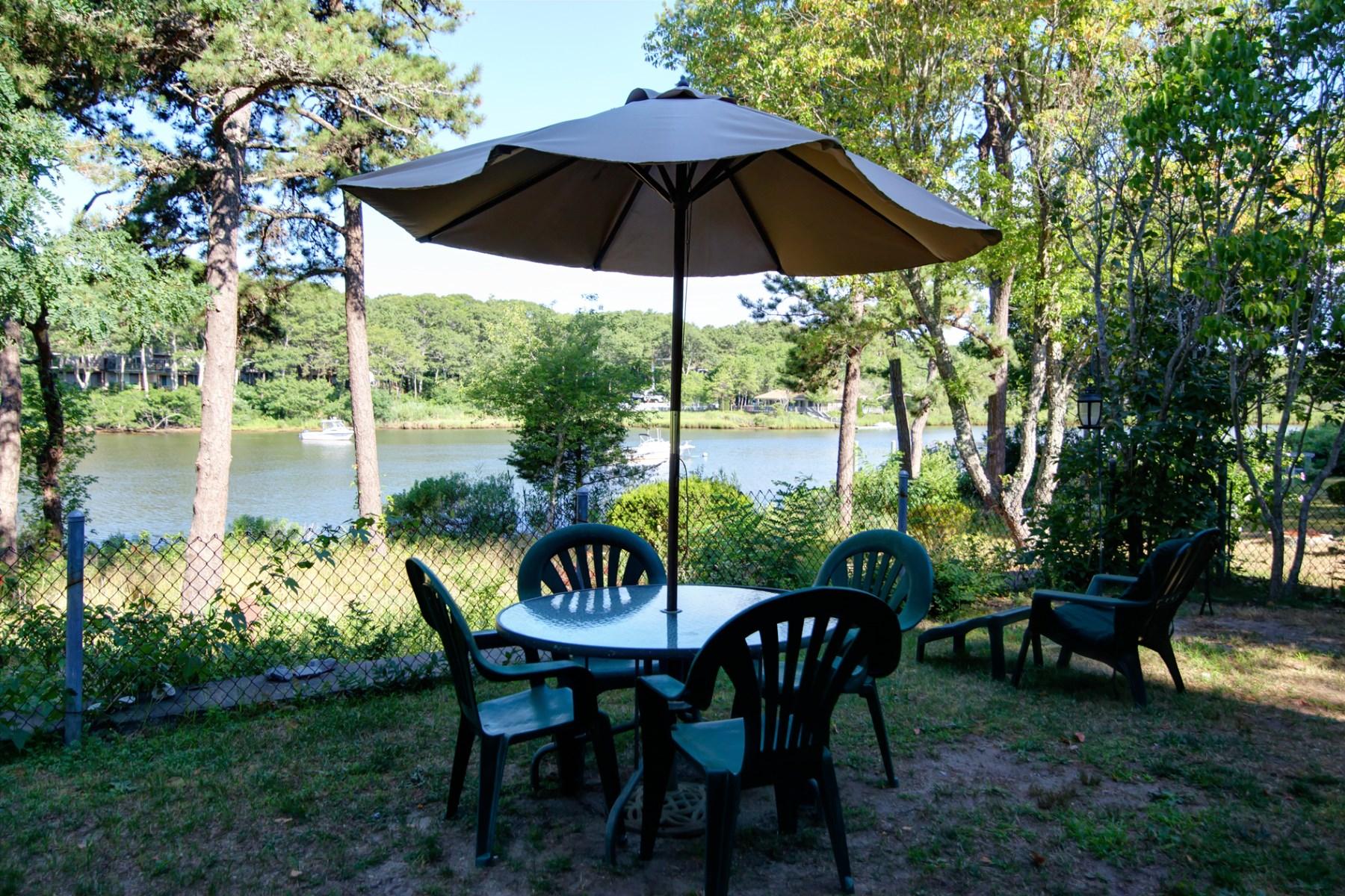 Maison unifamiliale pour l Vente à Waterview Cape Escape 89 Shorewood Drive Falmouth, Massachusetts, 02536 États-Unis