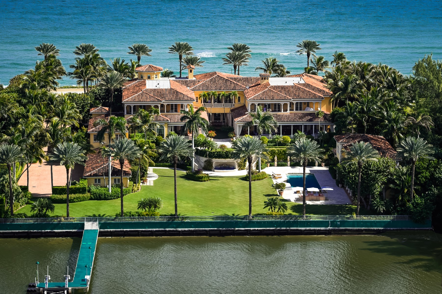 Maison unifamiliale pour l Vente à Magnificent Ocean-to-Lake Mediterranean Estate Section, Palm Beach, Florida, 33480 États-Unis