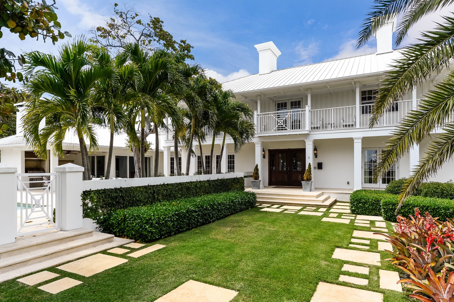 Maison unifamiliale pour l Vente à Stately Traditional Manor House 7301 S Flagler Dr West Palm Beach, Florida, 33405 États-Unis