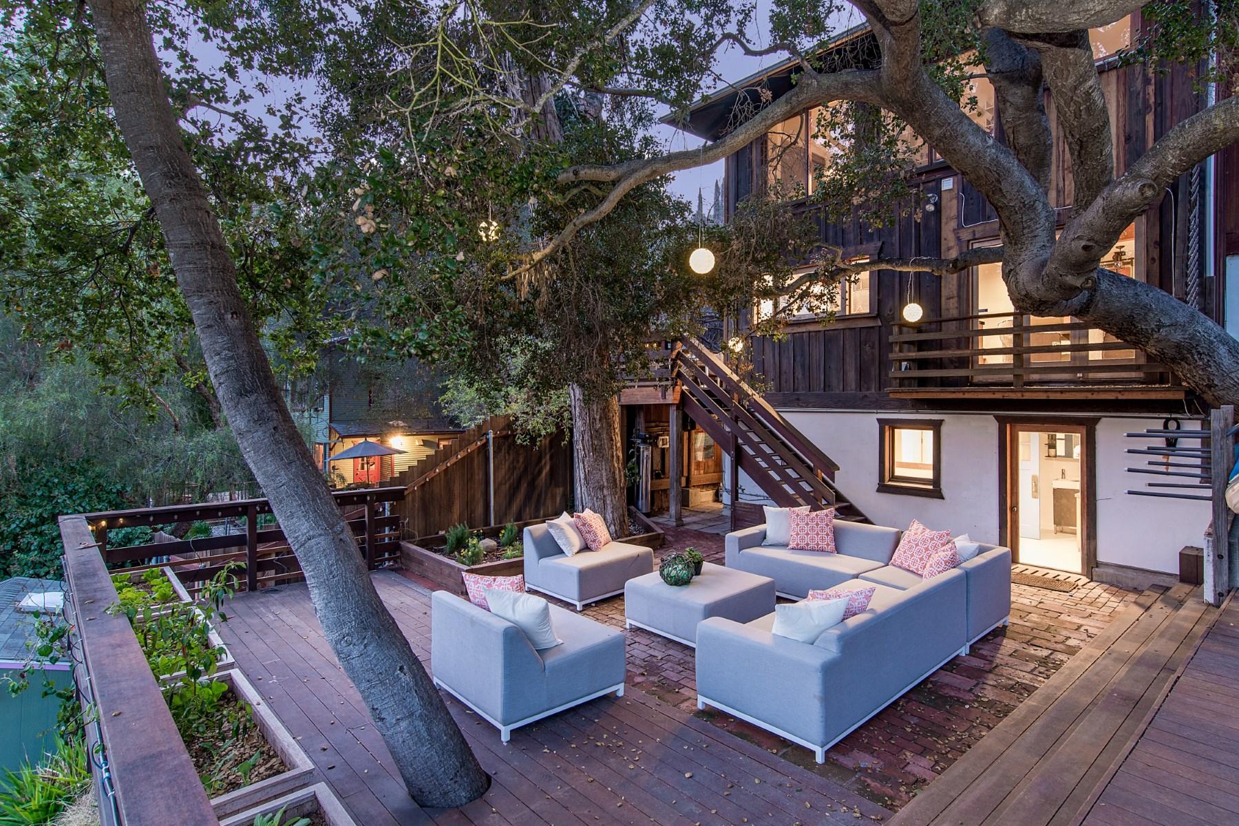 Nhà ở một gia đình vì Bán tại Bohemian Topanga Canyon Bungalow 533 Fernwood Pacific Drive Topanga, California 90290 Hoa Kỳ