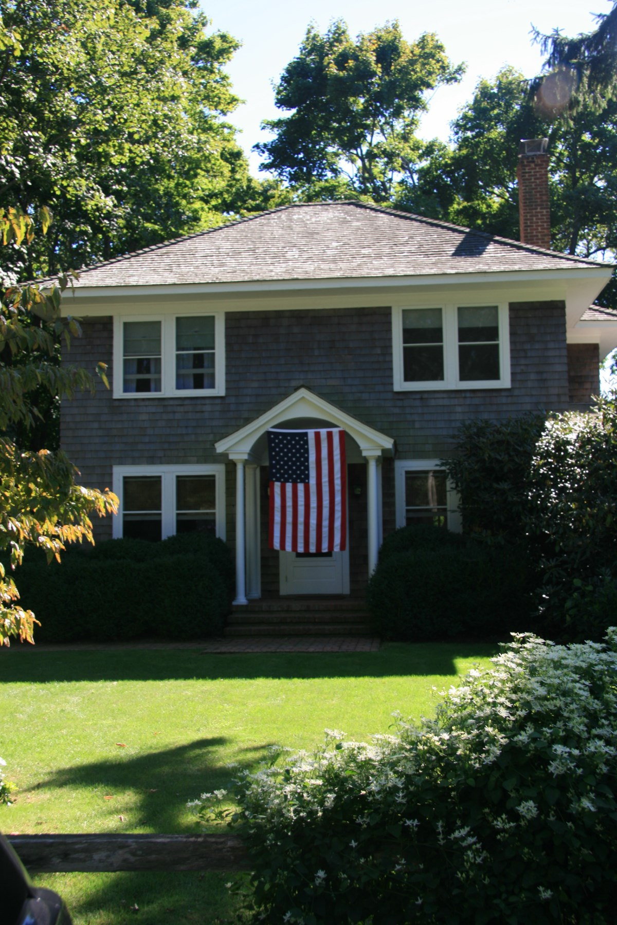 Частный односемейный дом для того Аренда на Charming Bridgehampton Village Bridgehampton, Нью-Йорк, 11932 Соединенные Штаты