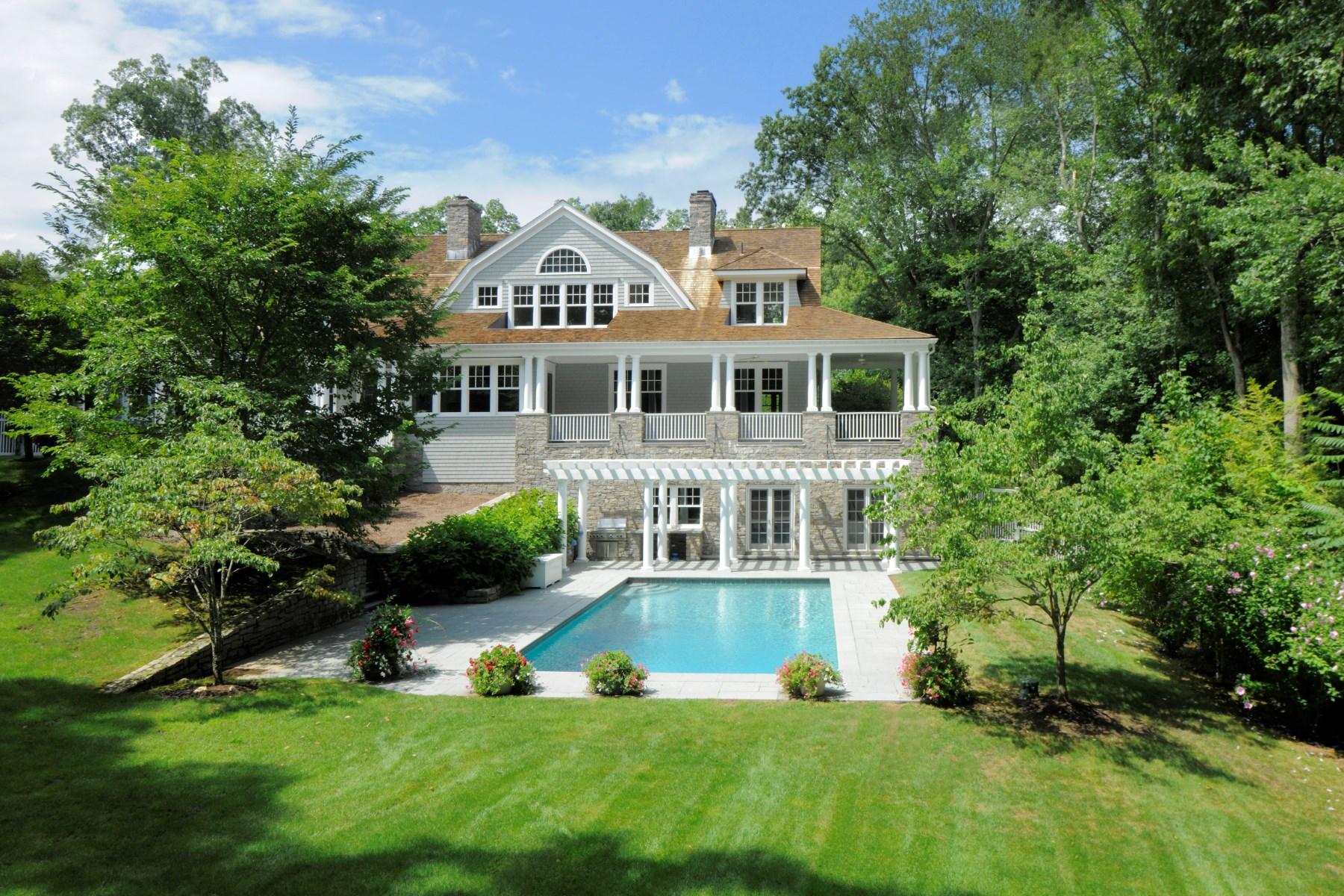 独户住宅 为 销售 在 Gracious Center Hall Colonial 17 Sherwood Farm Lane Greenwich, 康涅狄格州 06831 美国