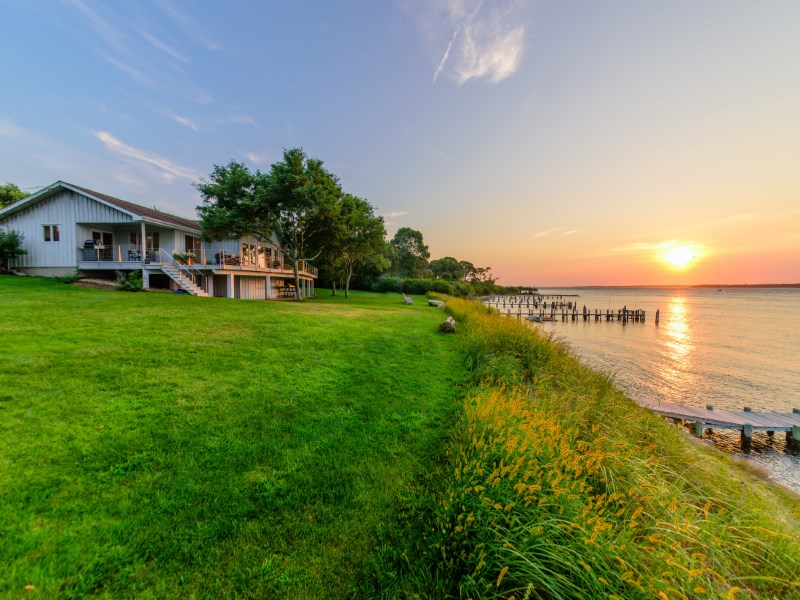Maison unifamiliale pour l Vente à Breathtaking Waterfront, Panoramic Views Sag Harbor, New York 11963 États-Unis