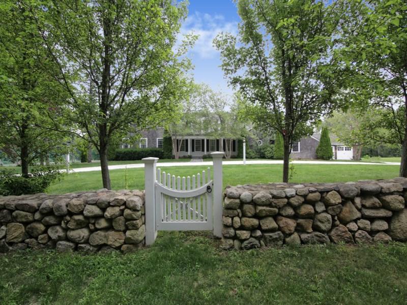 Maison unifamiliale pour l Vente à Barnstable Beauty 50 Indian Trail Barnstable, Massachusetts, 02630 États-Unis