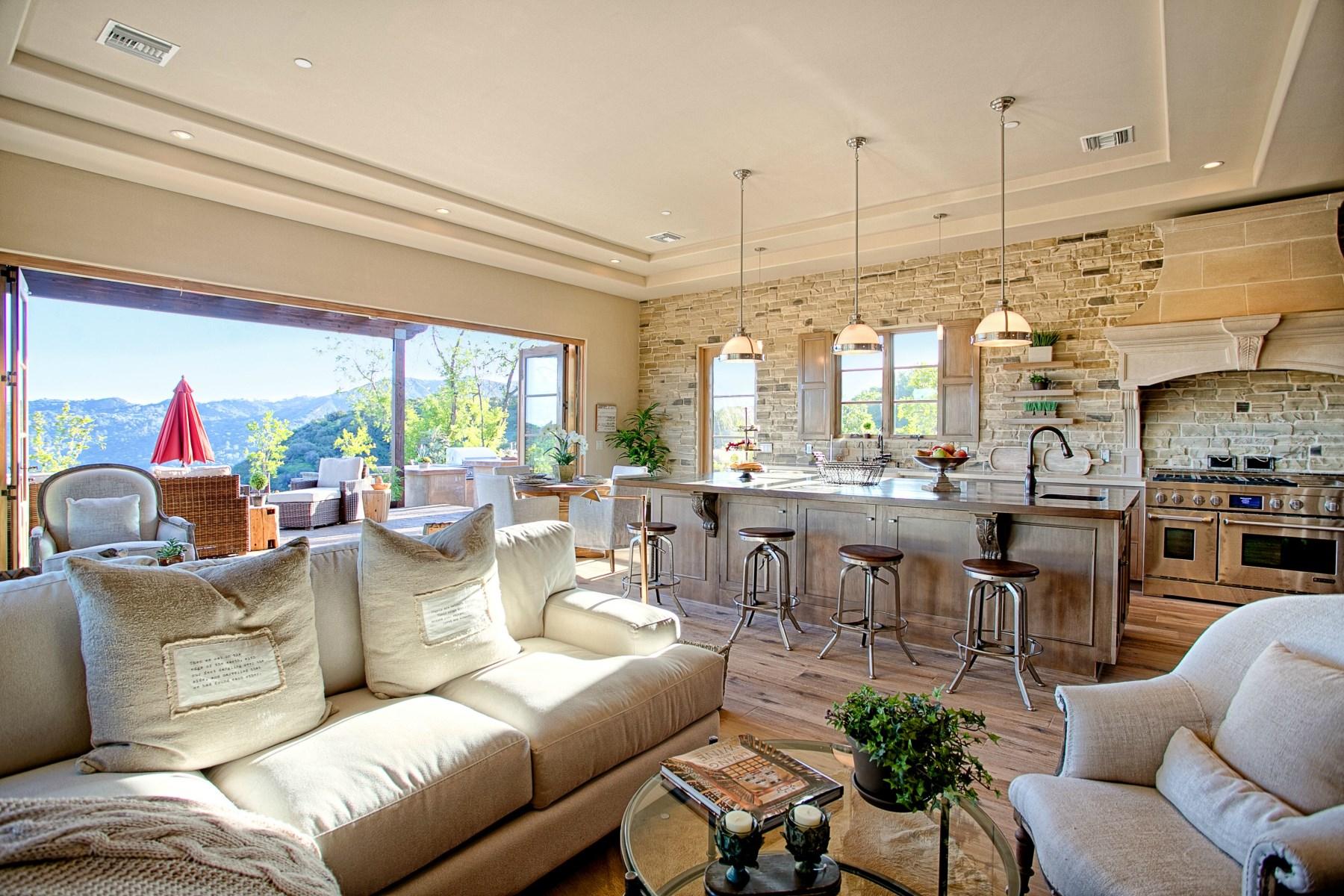 Casa para uma família para Venda às Spectacular Classic Villa 21420 Hillside Dr Topanga, Califórnia, 90290 Estados Unidos