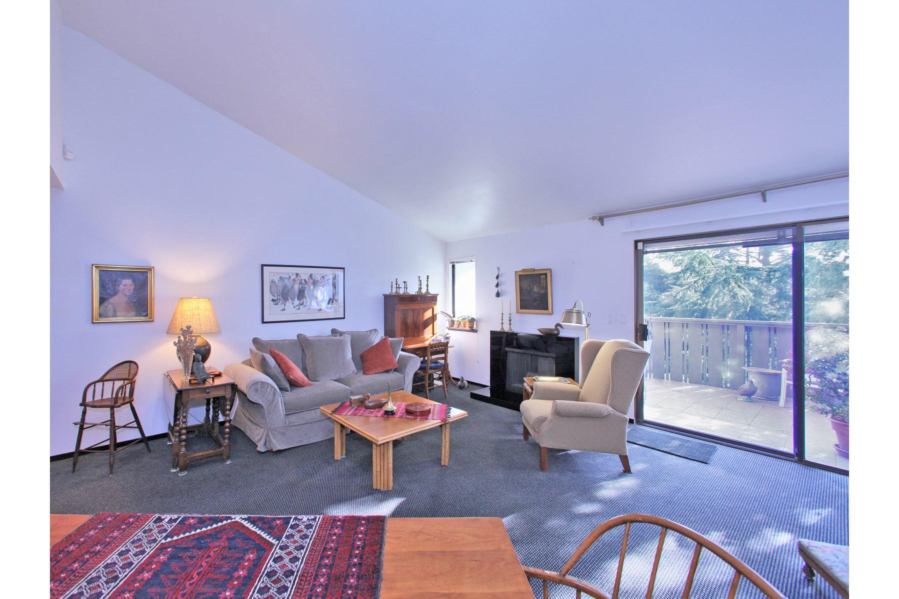 Appartement en copropriété pour l Vente à Stylish Condo Near Town Square 225 2nd St E Apt 26 Sonoma, Californie 95476 États-Unis