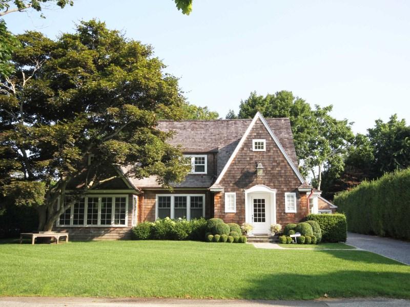 Maison unifamiliale pour l Vente à Southampton Village - Excellent Location 21 Huntting Street Southampton, New York 11968 États-Unis