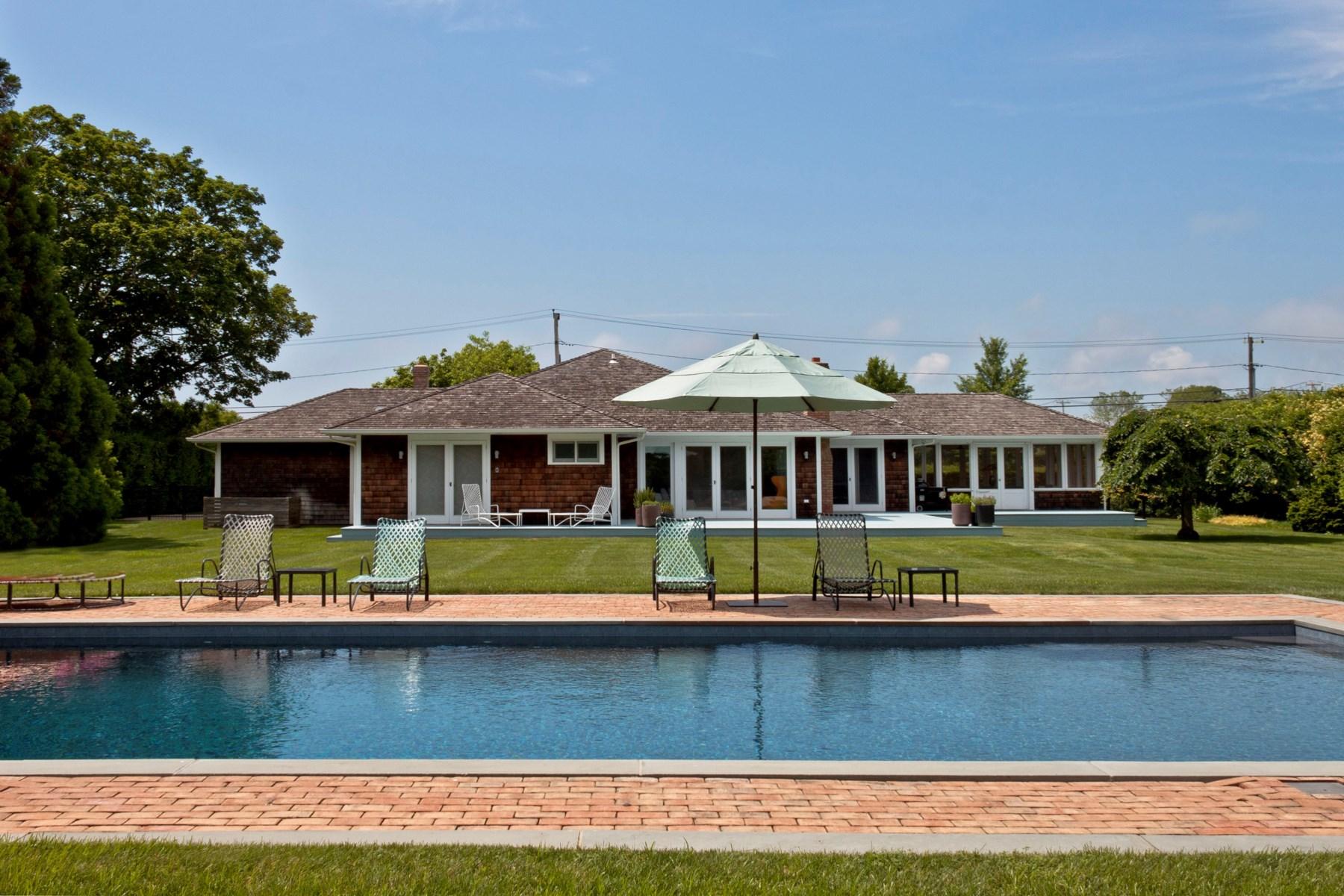 Частный односемейный дом для того Аренда на Chic Summer Rental, in Best Location Bridgehampton, Нью-Йорк, 11932 Соединенные Штаты