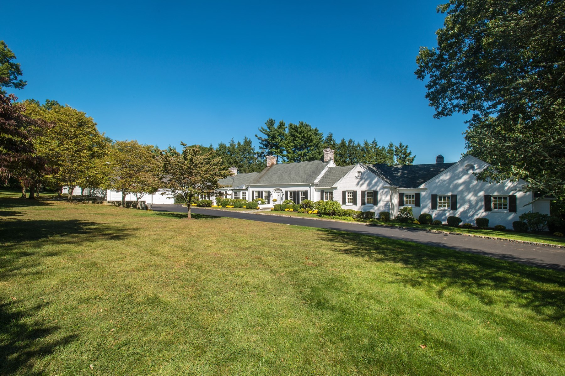 Single Family Home for Sale at 31 Meadowcroft Lane, Greenwich CT Mid-Country, Greenwich, Connecticut, 06830 United States