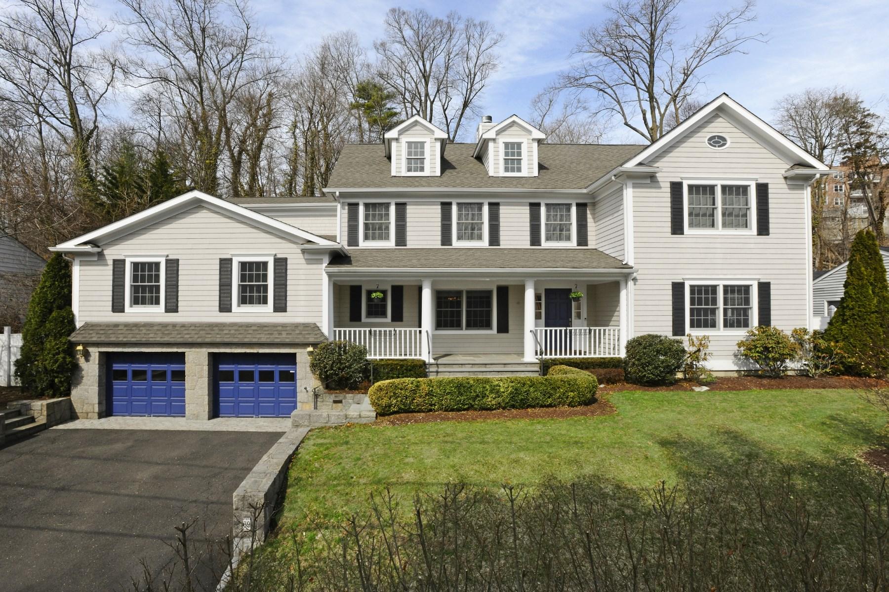 Casa para uma família para Venda às In-Town Living 69 Mallard Drive Central Greenwich, Greenwich, Connecticut 06830 Estados Unidos
