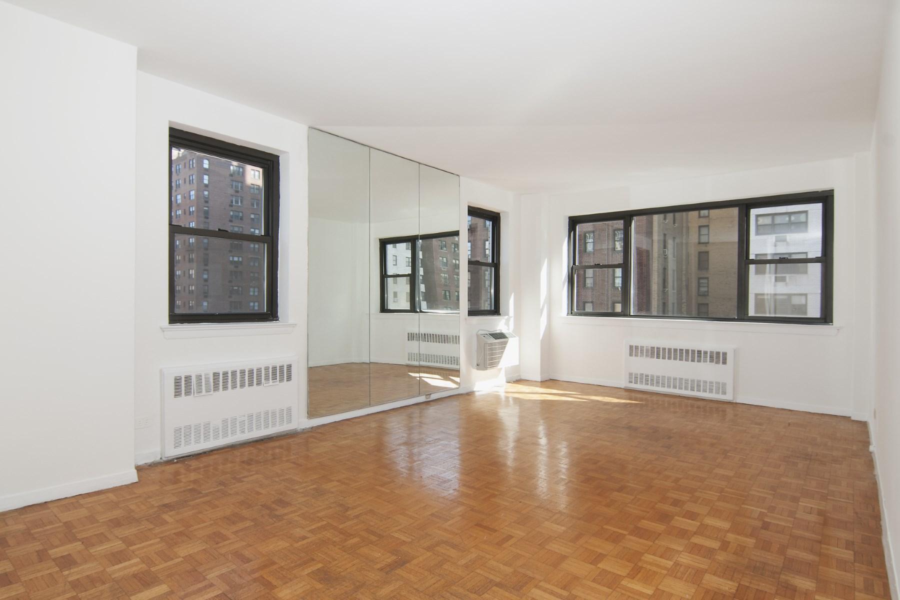 Coopérative pour l Vente à 357 East 57th Street, Apt 8B 357 E 57th Street Apt 8b Midtown East, New York, New York 10022 États-Unis