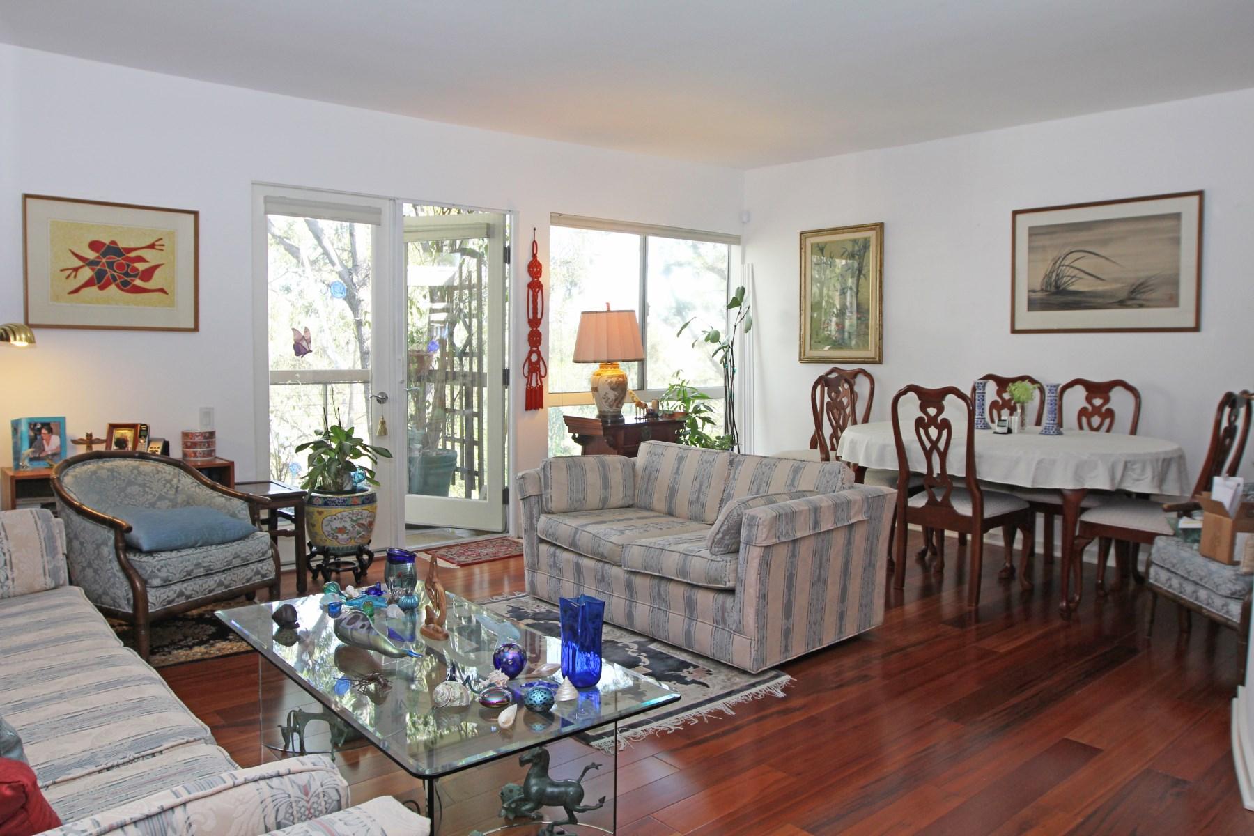 Condominium for Sale at Barrington Fields Condo 330 South Barrington Avenue #305 Brentwood, Los Angeles, California, 90049 United States