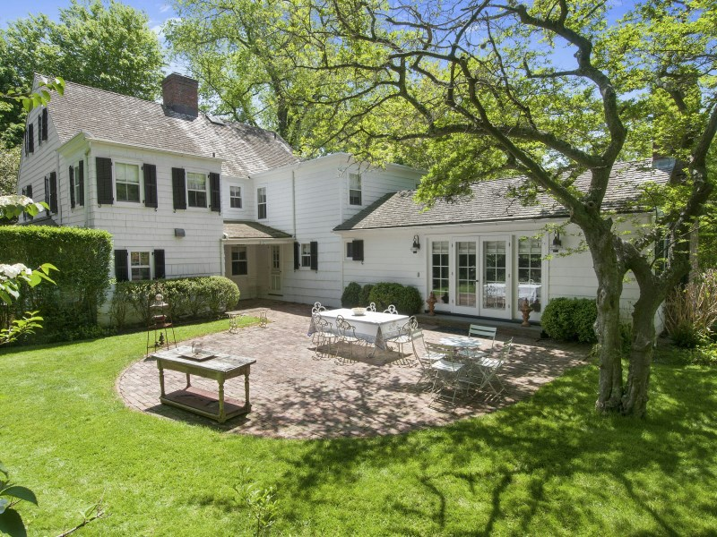 단독 가정 주택 용 매매 에 Historic and Elegant Traditional East Hampton Village, East Hampton, 뉴욕 11937 미국