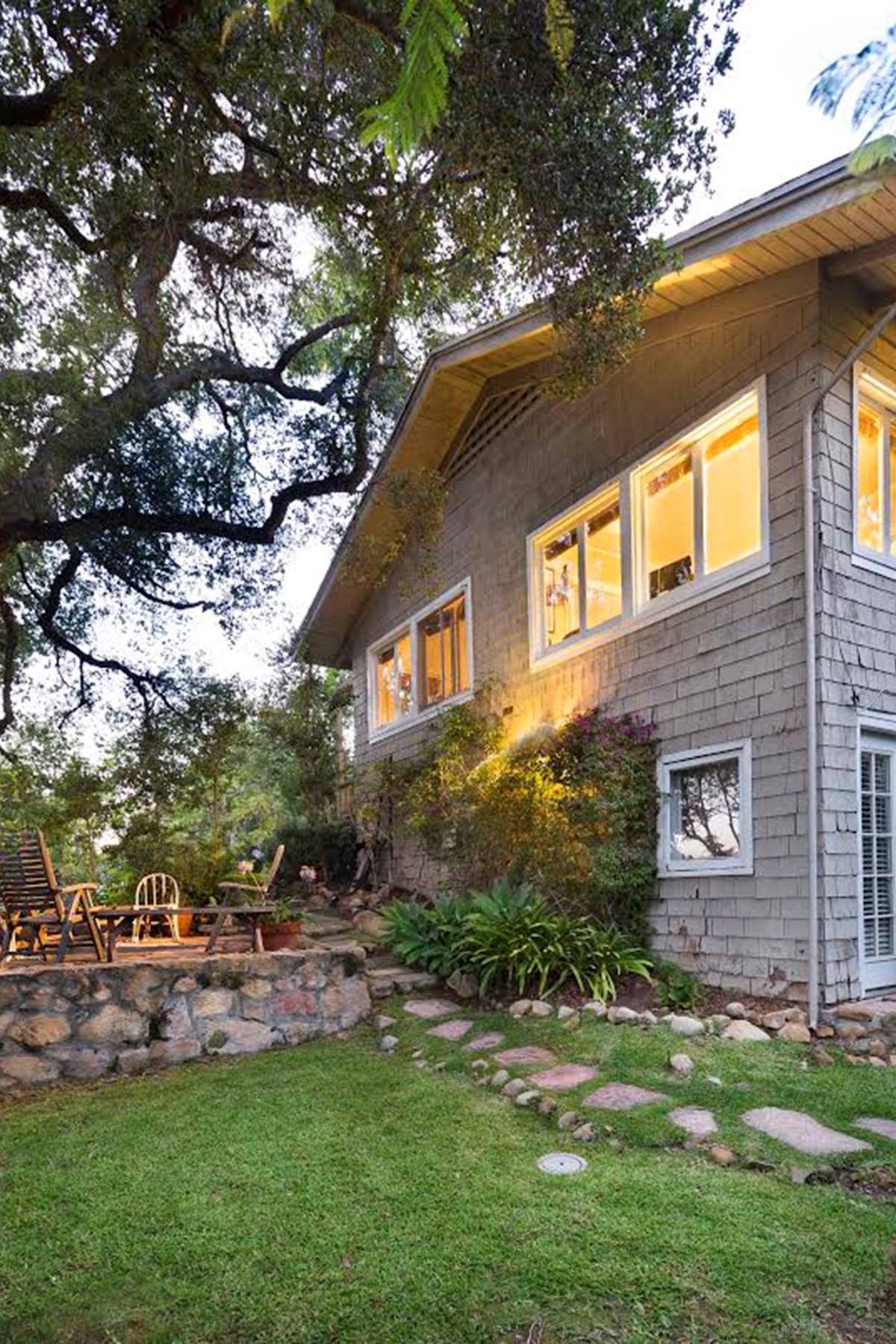 Vivienda unifamiliar por un Venta en Quintessential Upper East Cottage 512 E. Islay Street Santa Barbara, California, 93101 Estados Unidos