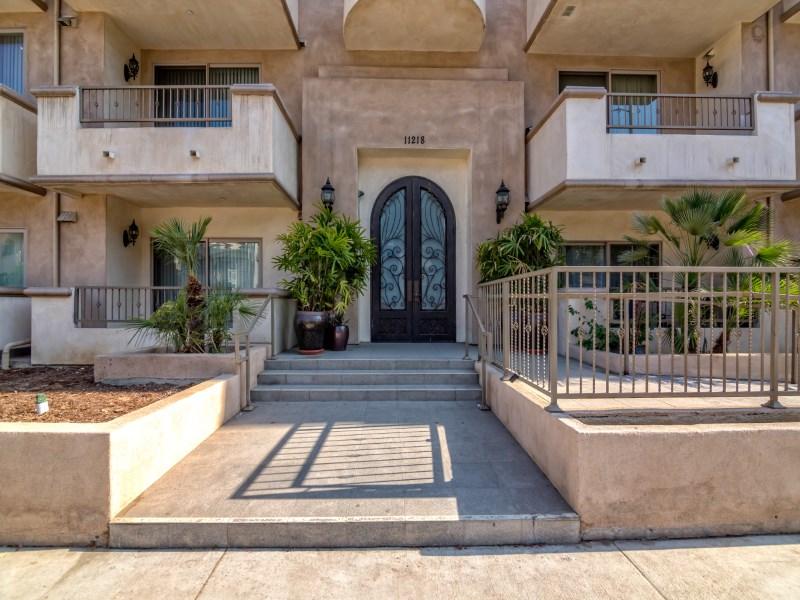 Property For Sale at Beautiful Toluca Lake 3 Bedroom Condo