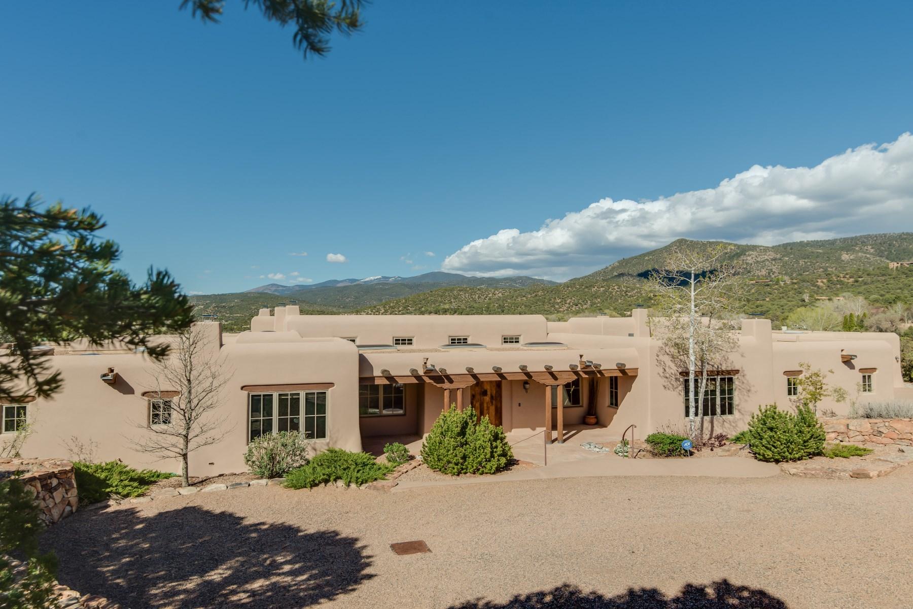 Maison unifamiliale pour l Vente à 807 Calle Rumolo Santa Fe, New Mexico 87505 États-Unis