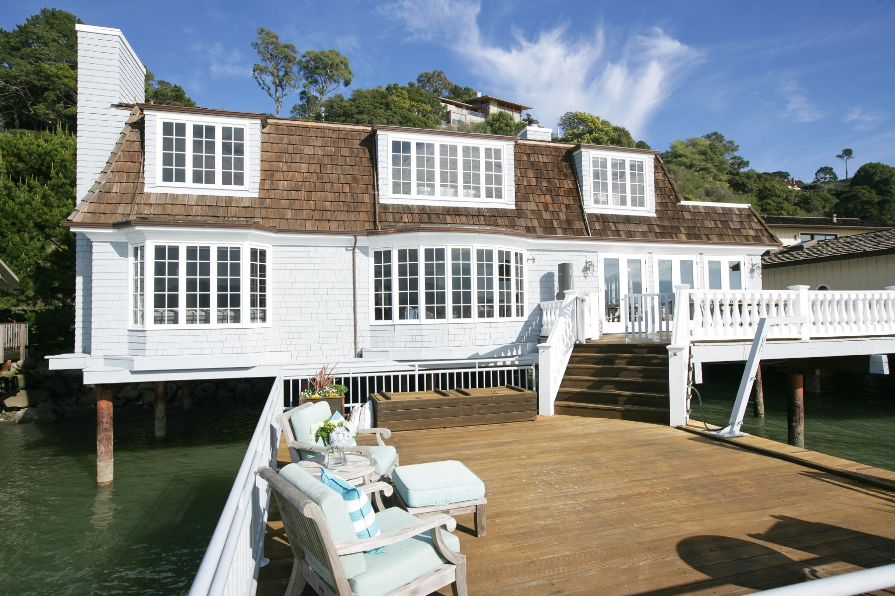 Casa para uma família para Venda às 83 West Shore Road 83 W Shore Rd Belvedere, Califórnia 94920 Estados Unidos